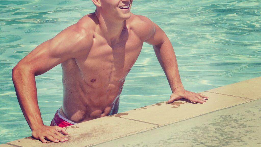 ¿Cómo hacer el mantenimiento del agua con Sal en tu piscina?