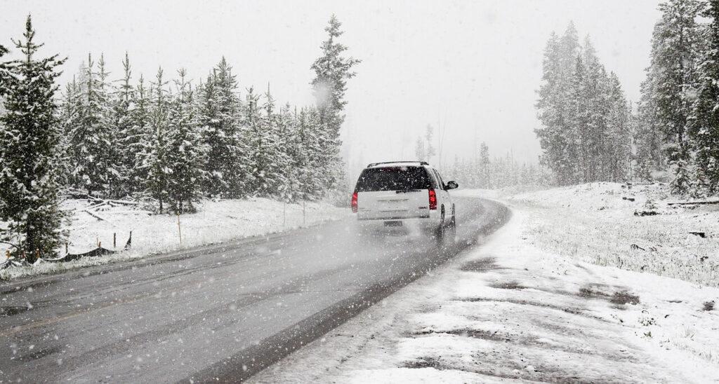 ¿Cuántos kilos de sal por km necesitamos para evitar que se hiele una carretera?